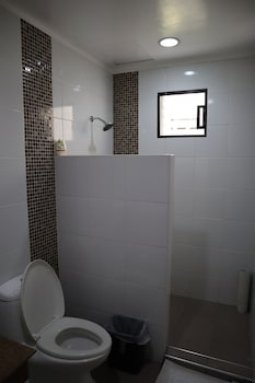 Domicilio Lorenzo Apartelle Davao Bathroom