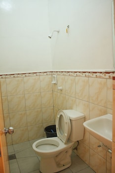 Gv Hotel Ormoc Bathroom