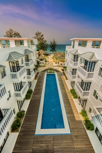 . Mary Beach Hotel and Resort
