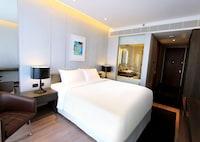 Club Room, 1 King Bed, Bathtub