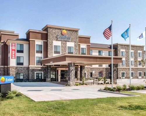 . Comfort Inn & Suites
