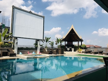 Prime Asia Hotel Angeles Outdoor Pool