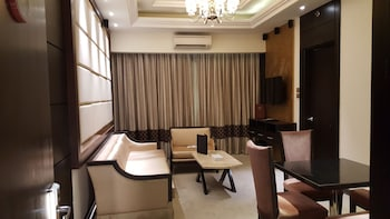 Prime Asia Hotel Angeles Living Area