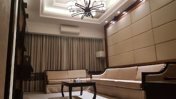Prime Asia Hotel Angeles Living Area