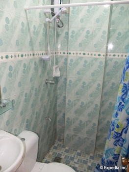 Centrium Condominium Hotel Pampanga Bathroom