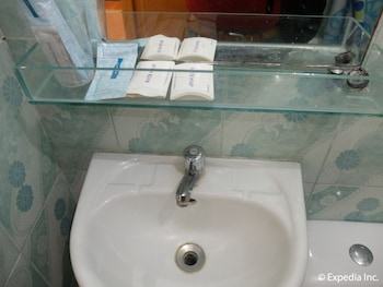 Centrium Condominium Hotel Pampanga Bathroom Sink