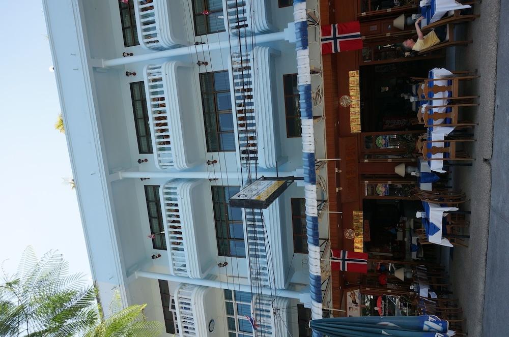 ディーレク ゲストハウス アンド レストラン