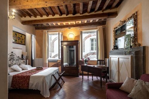 . La Tosca rooms