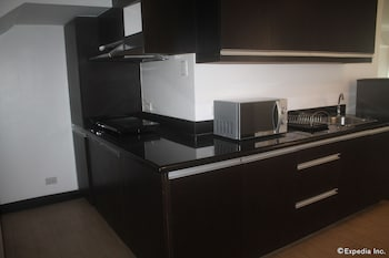 F1 Suites At Fort Palm Spring Taguig In-Room Kitchen