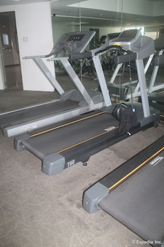 F1 Suites At Fort Palm Spring Taguig Gym