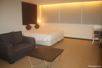 F1 Suites At Fort Palm Spring Taguig Guestroom