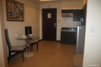 F1 Suites At Fort Palm Spring Taguig In-Room Kitchenette