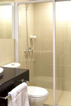 F1 Suites At Fort Palm Spring Taguig Bathroom