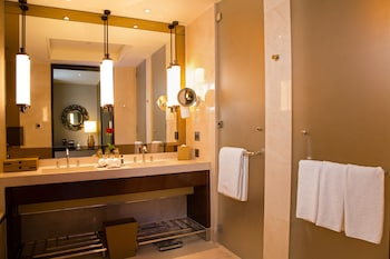 Crown Towers Manila Bathroom