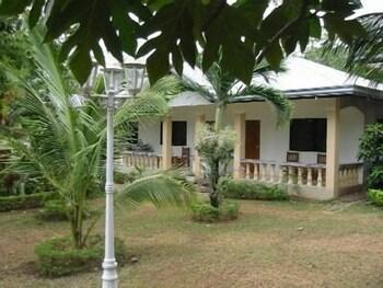 Lapu Lapu Cottages And Restaurant Exterior
