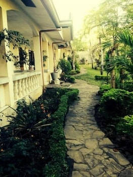 Lapu Lapu Cottages And Restaurant Property Grounds