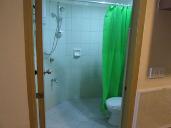 Bahay ni Tuding Inn Davao Bathroom