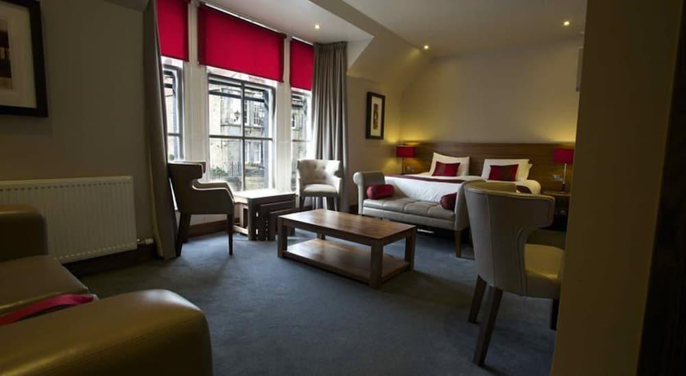 https://i.travelapi.com/hotels/11000000/10420000/10411800/10411747/1b15fc4d_z.jpg