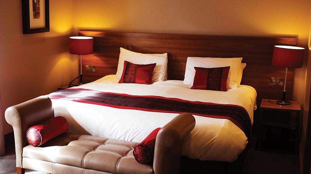 https://i.travelapi.com/hotels/11000000/10420000/10411800/10411747/c6155c3f_z.jpg