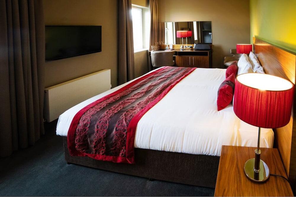 https://i.travelapi.com/hotels/11000000/10420000/10411800/10411747/d004fe71_z.jpg