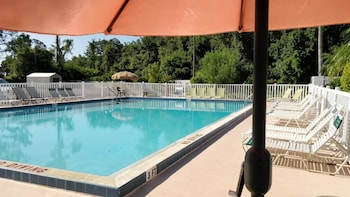 Outdoor Pool at Sun Inn & Suites in Kissimmee
