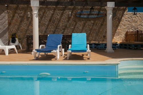 Ericeira Chill Hill Hostel & Private Rooms - Sea Food, Mafra
