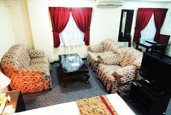 HOTEL ASIA Living Area
