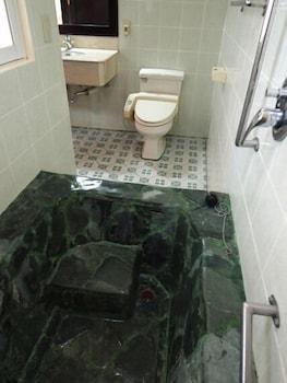 HOTEL ASIA Deep Soaking Bathtub