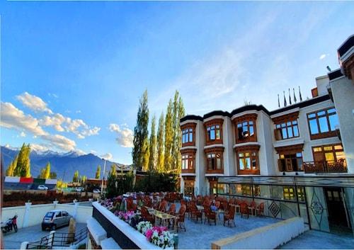 . Hotel New Glacier View