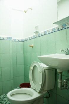 Gv Hotel Naval Bathroom