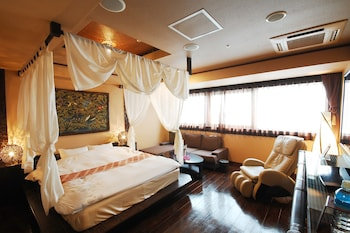Deluxe Double Room, Smoking (Late Check-in @19:00, Checkout @ Noon)