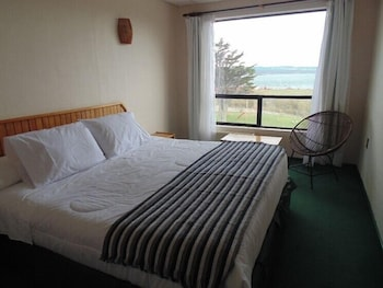 https://i.travelapi.com/hotels/11000000/10490000/10481600/10481540/8e92a731_b.jpg