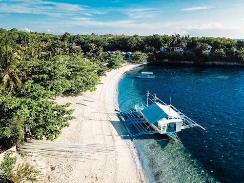 . Thresher Cove Dive Resort