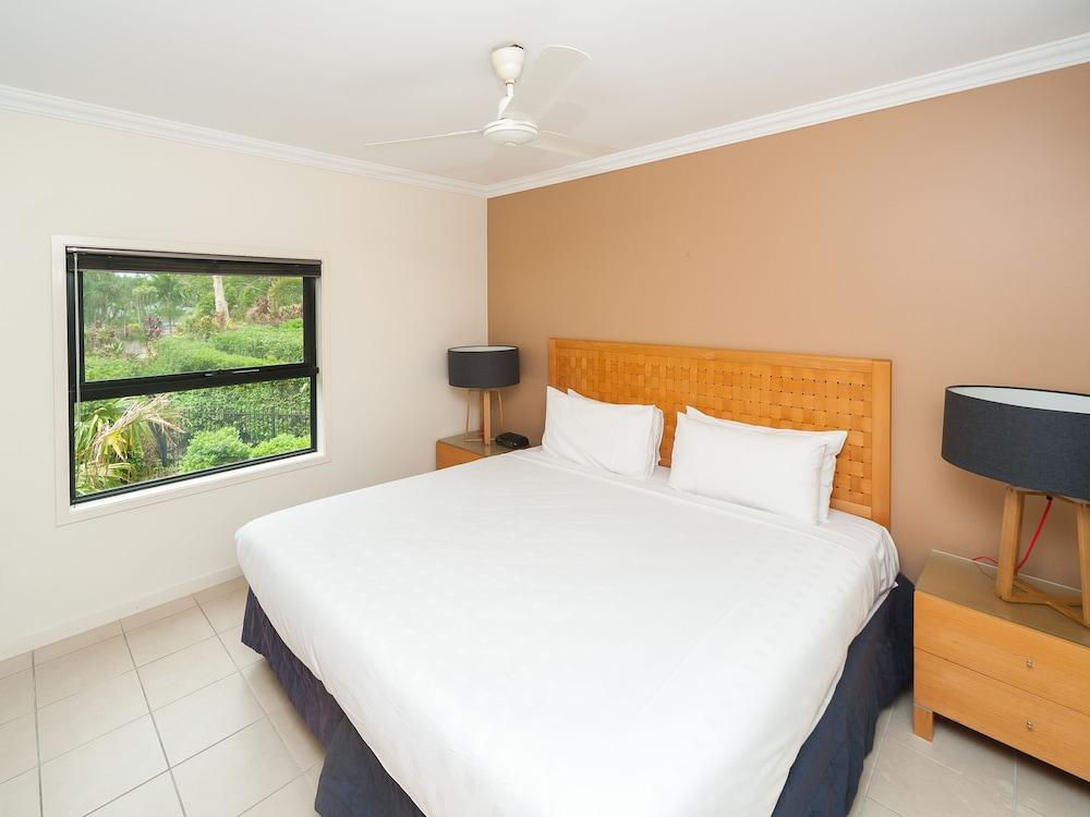 https://i.travelapi.com/hotels/11000000/10510000/10503900/10503832/5e42ca83_z.jpg