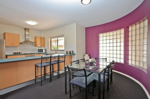 Cosmopolitan Apartments, Newcastle - Throsby