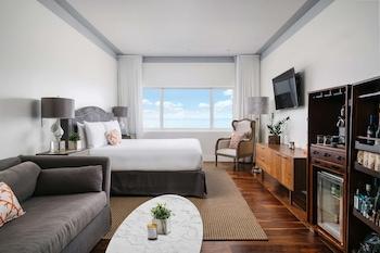 Deluxe Room, 1 King Bed, Oceanfront