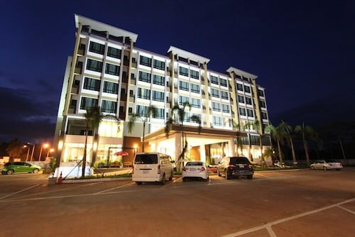 . S Tara Grand Hotel