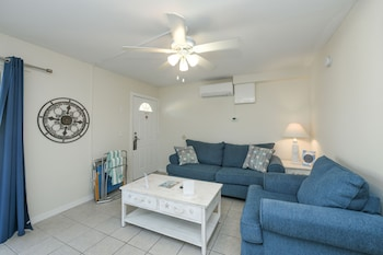 Superior Suite, 1 Bedroom, Pool Access, Courtyard Area