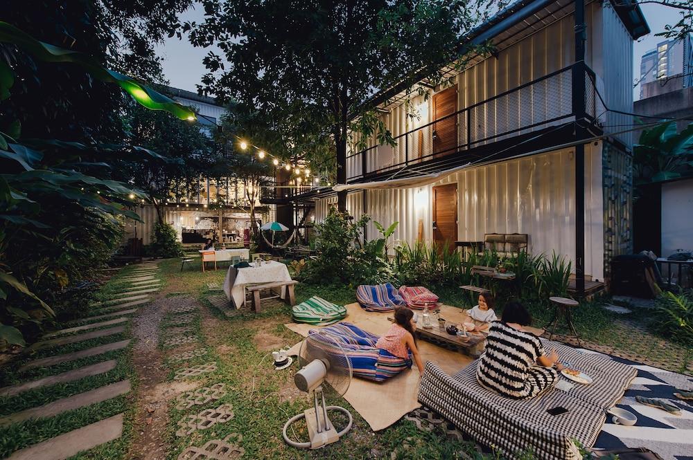 曼谷庭院青年旅館