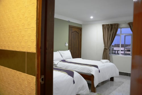 Neakru Guesthouse and Restaurant, Kampong Bay