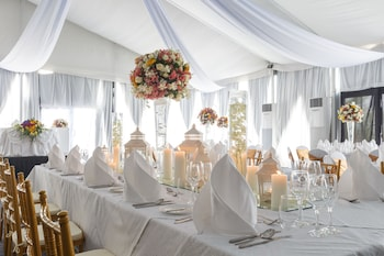 Novotel Hotel Araneta Center Indoor Wedding
