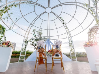 Novotel Hotel Araneta Center Outdoor Wedding Area