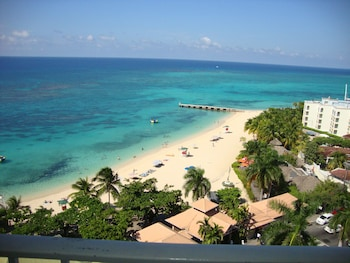 Hotel - Ocean Suite Beach Front at Mobay Club
