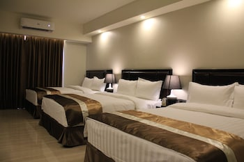 Savannah Resort Hotel Pampanga Guestroom