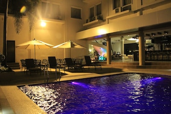Savannah Resort Hotel Pampanga Outdoor Pool
