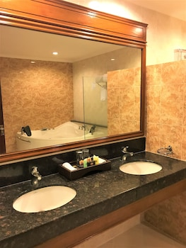 Savannah Resort Hotel Pampanga Bathroom Sink