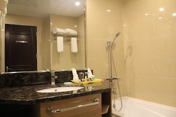 Savannah Resort Hotel Pampanga Bathroom