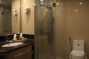 Savannah Resort Hotel Pampanga Bathroom Shower
