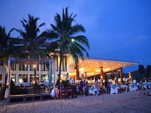 . Maldives Beach Resort