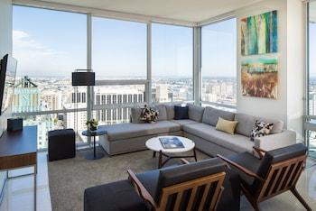 Executive Suite, Multiple Beds, City View, Corner
